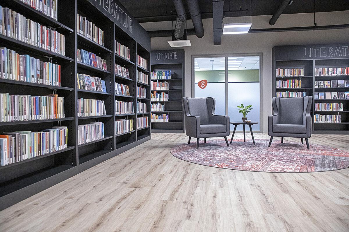 Een inclusieve bibliotheek: de bibliotheek in Oldenzaal doet sinds een maand mee aan het Of / By / For all project